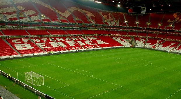 Benfica derrotou o Paok vai enfrentar o Tottenham em Londres b5f38bb636981