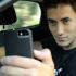 """A distracção ao fazer uma """"selfie"""" ao volante, coloca de imediato o condutor em risco"""