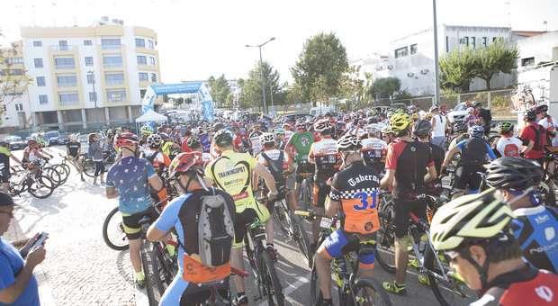 400 ciclistas no Passeio BTT – Rota da Sardinha em Lago