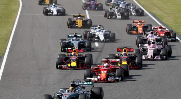 Mundial de Formula 1: Lewis Hamilton vence em Suzuka