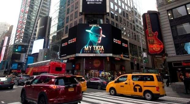Videoclipe de Mike11 com destaque em Times Square