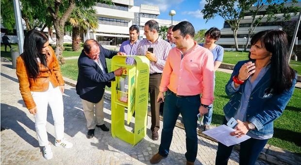 Albufeira instala desfibriladores na via pública