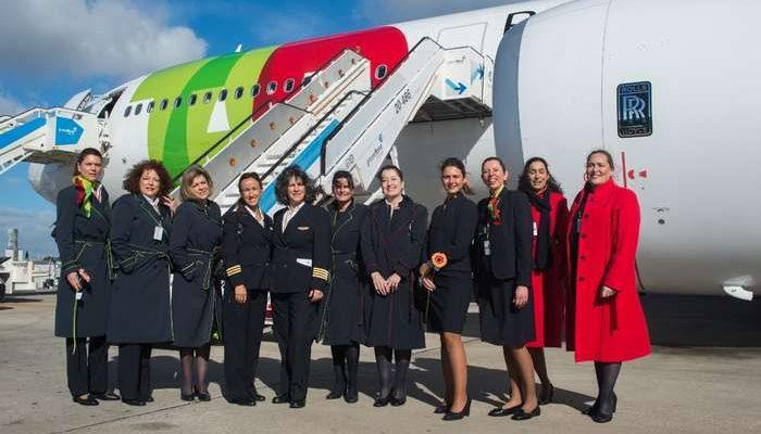 Tripulação feminina opera voo TAP para São Paulo