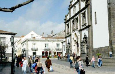 """Passeio cultural """"Calço da Má Cara – Matriz"""" em Ponta Delgada"""