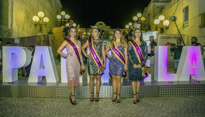 O Largo do Município em Palmela, ficou repleto de público e convidados para a inauguração oficial da 57.ª Festas das Vindimas do Concelho.