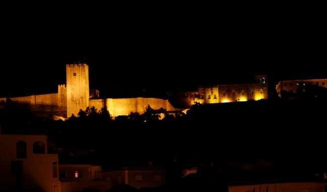 Pormenor noturno do Castelo de Palmela