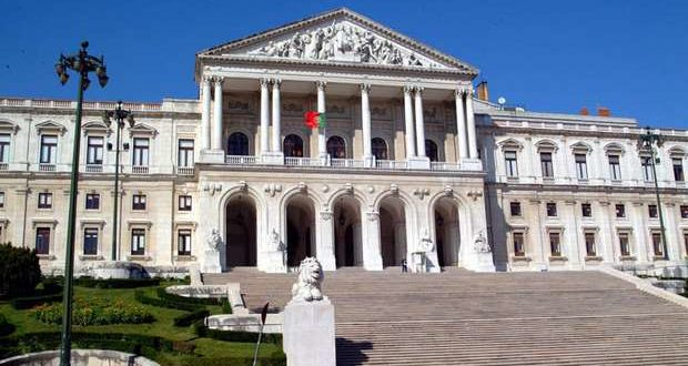 Teresa Caeiro acusa Governo de discriminar o Algarve