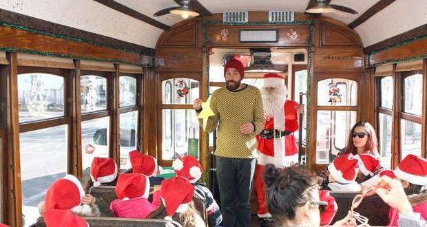 """Elétrico de Natal da Carris """"Uma Árvore pela Floresta"""""""