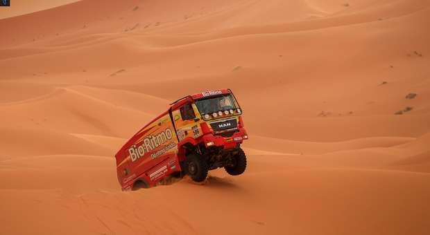 Clip do dia de descanso do Africa Eco Race, prova que termina em Dakar no dia 14 de janeiro