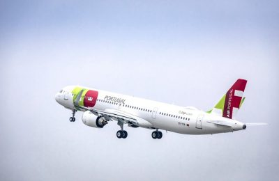 Os voos da TAP partem de Lisboa às quartas, sextas e domingos às 19h15, com chegada a Conacri às 22h55 e, no sentido inverso, partem da capital da Guiné Conacri