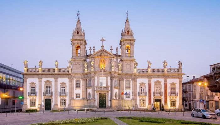A campanha Black Friday, do Grupo Vila Galé oferece descontos e preços especiais para todos os hoteis do grupo em Portugal, cujas reservas sejam efetuadas