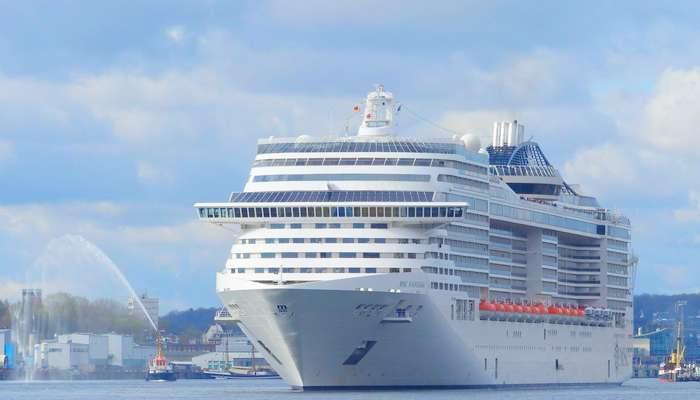 MSC Fantasia desembarcou 21 passageiros em Lisboa