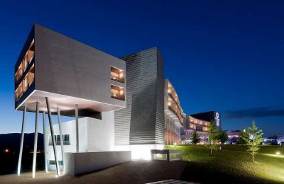 """Os hotéis do Grupo Solverde já tem o Certificado """"Clean & Safe"""" do Turismo de Portugal, que reconhece a implementação de todas as medidas de higiene e segurança, recomendadas pela Direcção-Geral da Saúde (DGS), para evitar a contaminação dos espaços com o SARS-CoV-2."""