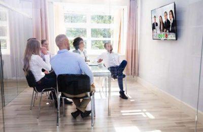 Videoconferência de apoio ao empresário no Algarve