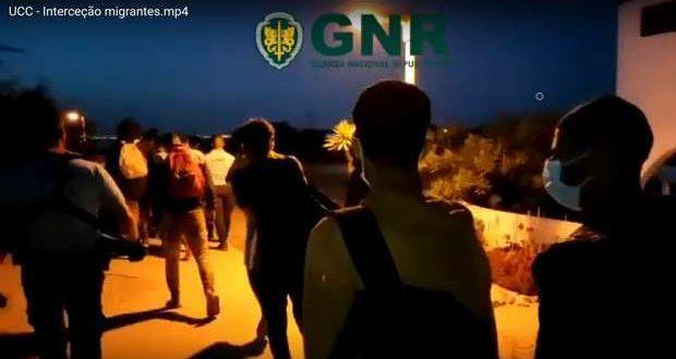 21 migrantes intercetados na ilha do Farol no Algarve