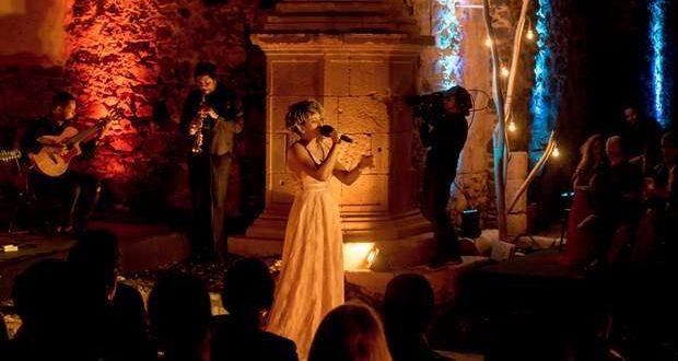Cremilda Medina canta Mornas e Coladeiras em Oeiras