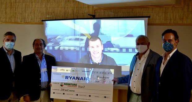 Ryanair apoia a Reflorestação de Monchique com donativo