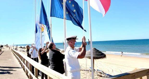 Hastear das Bandeiras Azuis nas Praias de Faro